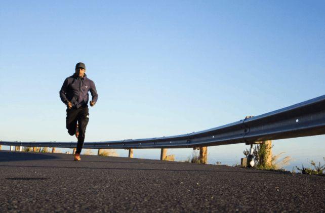 Mężczyzna biegający, zarządzanie innowacyjnością